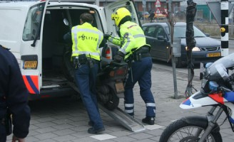 Bromfietscontrole Engelsestraat Delft