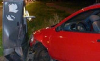 Automobiliste rijdt berm in om ongeluk te voorkomen Ijsselmondse Randweg Rotterdam
