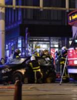 Drie gewonden bij aanrijding tussen tram en auto's Hobbemastraat Den Haag