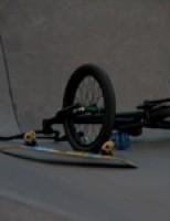 Crossfietser gewond na harde val op skatebaan Vlaardingen
