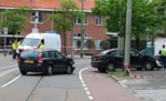 Meerdere gewonden bij zware aanrijding Nieboerweg Den Haag