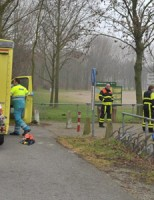 Agent redt kanoer in nood Noord-Aa Zoetermeer
