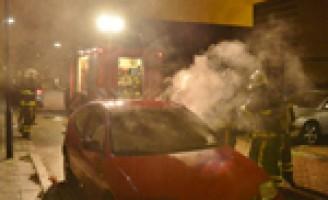 Autobrand door kortsluiting Hazelaarzoom Zoetermeer
