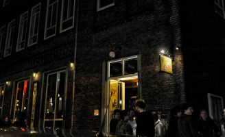 Lichte paniek door brand in café Hooigracht Leiden