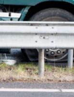 Vrachtwagen met lekke dieseltank A20 Schiedam