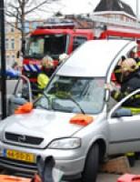 Dak eraf na aanrijding Dierenselaan Den Haag