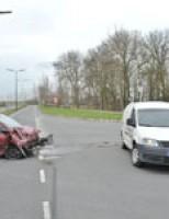 Forse schade na aanrijding Jan Coenenweg Leidschendam