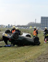 9 april Auto over de kop geslagen Leiden