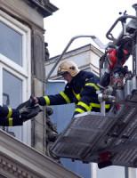9 november Brandweer verwijderd loshangend raam