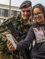 23 april Landmacht trekt het land in Schiedam & Den Haag