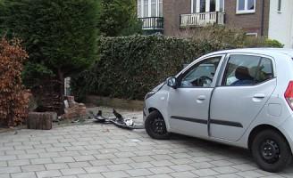 Bestuurster raakte mogelijk onwel tijdens inparkeren