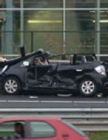 Vrouw zwaargewond bij aanrijding A16