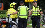 16 augustus Politiestudenten voeren verkeerscontrole uit Hargalaan Schiedam