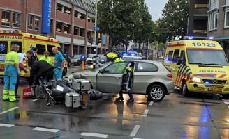 Botsing tussen auto en motor Levendaal Leiden