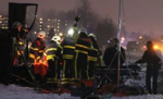 Auto vliegt over sloot en belandt op de zijkant Kokshoornlaan Wassenaar