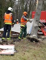 Ravage na ongeval met vrachtwagen Kanaalweg Leiden