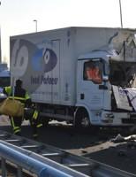 Chauffeur overleden na ongeval A12 Zoetermeer (Foto-update)