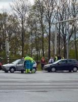 Kop-staartaanrijding met drie auto's Voorschoterweg Leiden