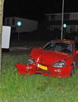 Auto botst tegen boom Voorschoterweg N447 Voorschoten