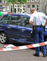 Auto rijdt door na aanrijding Oude Singel Leiden