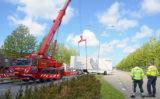 3 mei Grote kraan brandweer ingezet voor geschaarde vrachtwagen Donau Den Haag