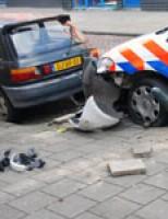Politieauto uit de bocht Hoefkade Den Haag