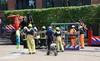 18 juli Inzet grote kraan bij afhijsen van patiënt Schoolstraat Voorschoten