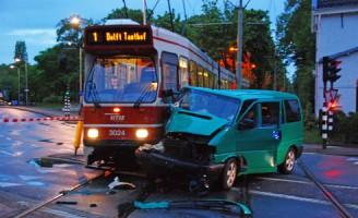 15 mei Aanrijding Tram versus Bestelbusje