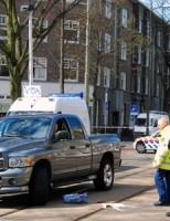 Voetganger zwaargewond na aanrijding met pickup Vondelstraat Den Haag