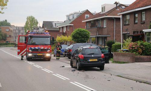 """<h2><a href=""""http://district8.net/20-september-flinke-schade-bij-aanrijding-bodegraafsestraatweg-goud.html"""">20 september Flinke schade bij aanrijding Bodegraafsestraatweg Gouda<a href='http://district8.net/20-september-flinke-schade-bij-aanrijding-bodegraafsestraatweg-goud.html#comments' class='comments-small'>(0)</a></a></h2>  Gouda - Op de Bodegraafsestraatweg in Gouda heeft woensdag een aanrijding plaatsgevonden tussen twee personenauto's. Beide voertuigen liepen hierbij flinke schade op. In eerste instantie werd er gemeld dat iemand"""