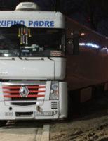12 maart Vrachtwagen komt vast te zitten in zachte berm IJzermanweg Waddinxveen