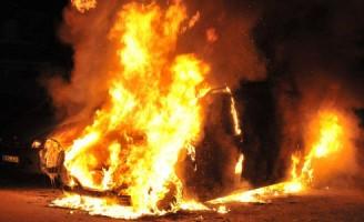 Busje volledig uitgebrand Groenewater Zoetermeer