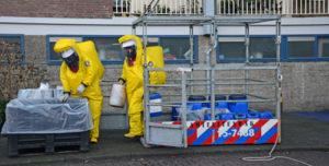 21 december Vaten met chemicalien aangetroffen na onwelwordingen Burgemeester Velthuijsenlaan Leidschendam