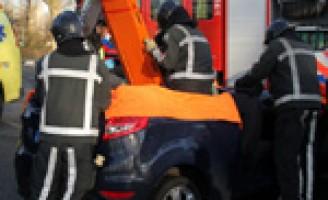 Dak eraf na aanrijding Hargalaan Schiedam
