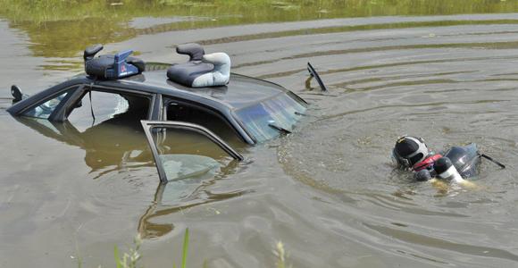 Auto te water Voorweg Zoetermeer - District8.net
