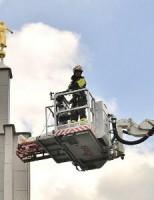 Brandweer haalt man van het dak Zoetermeer