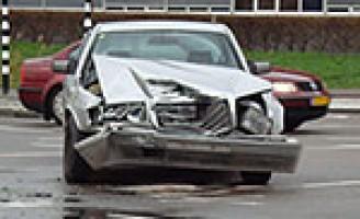 Gewonde bij aanrijding tussen twee personenauto's Laan van Leidschenveen