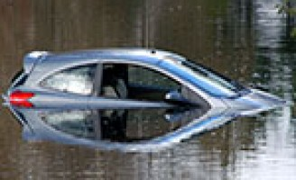 Auto te water Het Kleine Loo Den Haag