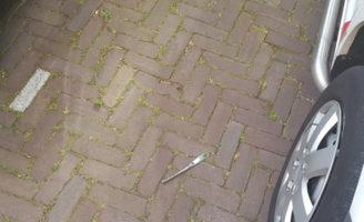 9 juni Onbekende gooit mes van Debussyflat naar beneden Debussystraat Delft