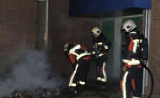 Brandweer voorkomt overslag brand Westeindseweg Zoeterwoude