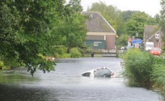 22 juni Auto te water Rijnsaterwoude