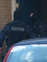 Arrestatieteam valt woning binnen Aalsdijk Rotterdam