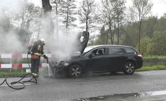 3 mei Brandweer rukt uit voor voertuigbrand Kanaalweg Leiden
