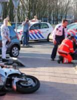 Motor knalt op kerende auto Van Beethovensingel Vlaardingen