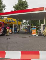4 mei Auto lekt brandstof bij tankstation Rotterdam
