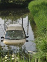 Auto te water Ernst Casimirstraat Zoetermeer
