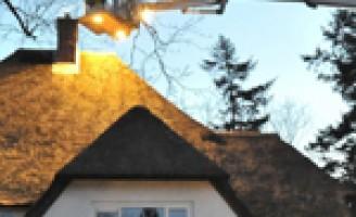 Schoorsteenbrand in villa met rietendak Eikenhorstlaan Wassenaar
