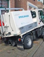 Reinigingswagen zakt door trottoir Rijswijkseweg