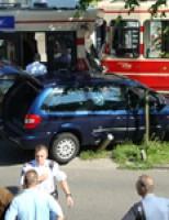Auto tegen tram Eisenhowerlaan Den Haag