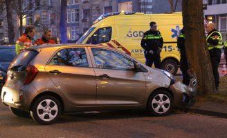 20 februari Automobilist knalt tegen boom na aanrijding Huis te Landelaan Rijswijk